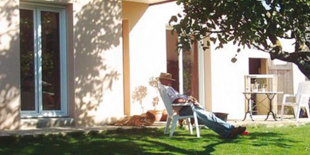 Image of man relaxing in the villa garden - Beganne - La Roche Bernard - Morbihan - Brittany