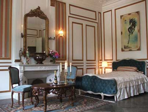 A grand bedroom at Chateau le Val in Normandy