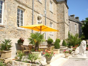 Al fresco dining at Chateau le Val in Normandy