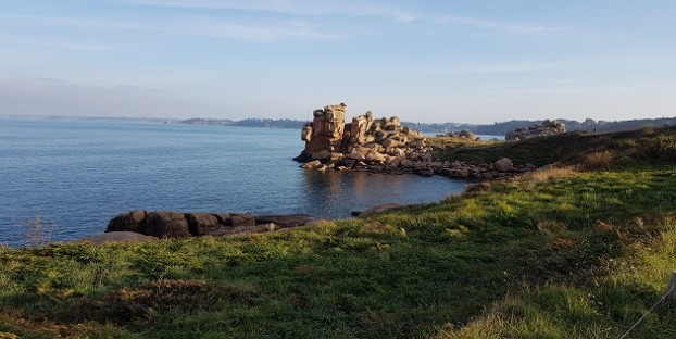 Impossible-physics-vast-rocks-hang-at-jaunty-angles-on-the-Pink-Granite-Coast-Brittany